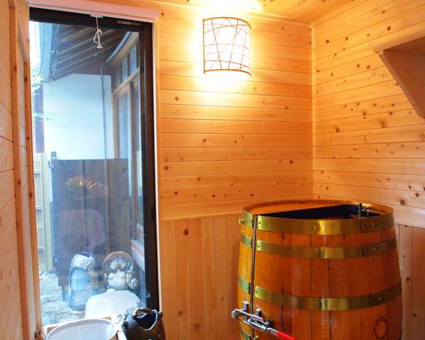 樽の蒸し風呂小さい樽